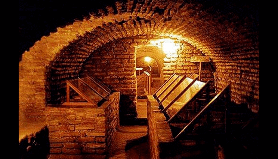 从利马机场出发的地下墓穴之旅